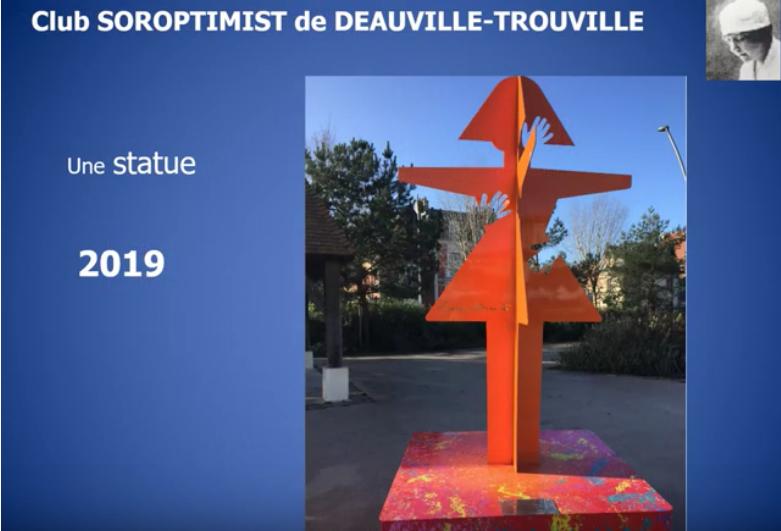 """Une statue """"Suzanne Noël"""" à Deauville-Trouville"""