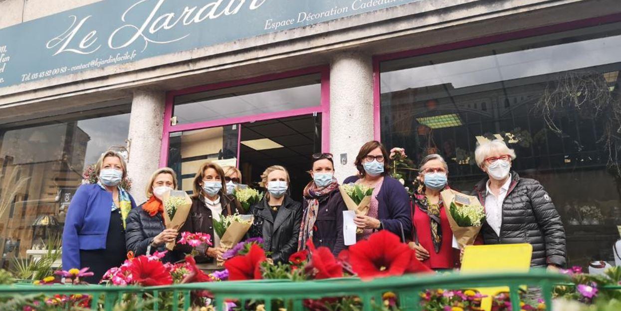Cognac : le club soroptimist couvre de muguet les personnels et résidents des ehpad de la ville